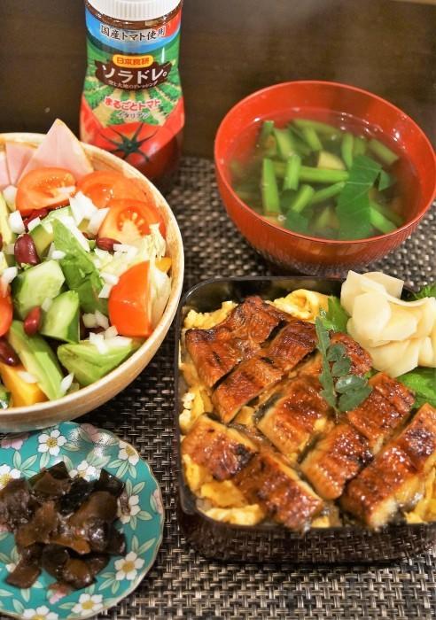 ■晩ご飯【鰻卵重/生野菜/野菜スープ】_b0033423_23392351.jpg