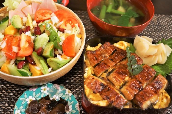 ■晩ご飯【鰻卵重/生野菜/野菜スープ】_b0033423_23393838.jpg