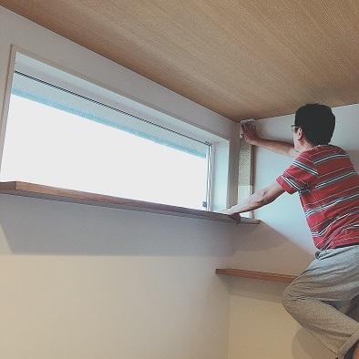 猫見窓に爪とぎを設置する、の巻。_c0367433_13075805.jpg
