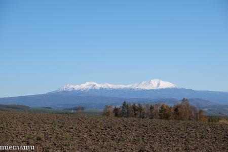 冠雪の山なみと畑~10月の就実_d0340565_20121302.jpg