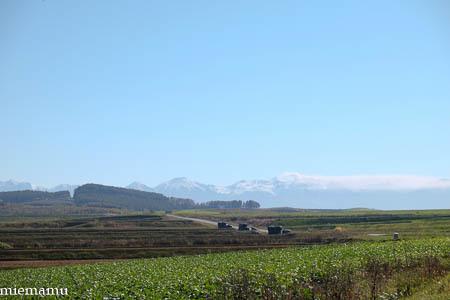 冠雪の山なみと畑~10月の就実_d0340565_20123479.jpg