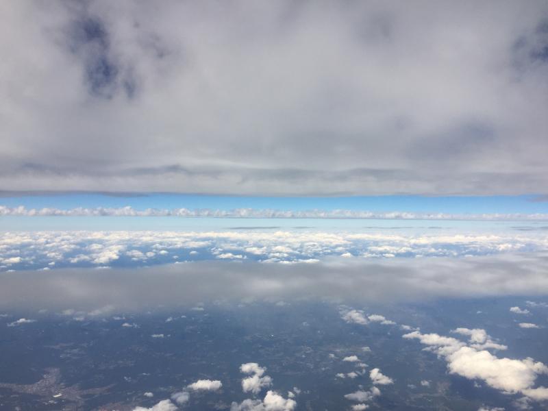 【これは地震雲??】一直線に遠く遠く伸びた雲に出会う ~ゴムパッチン雲_b0008655_13314855.jpg
