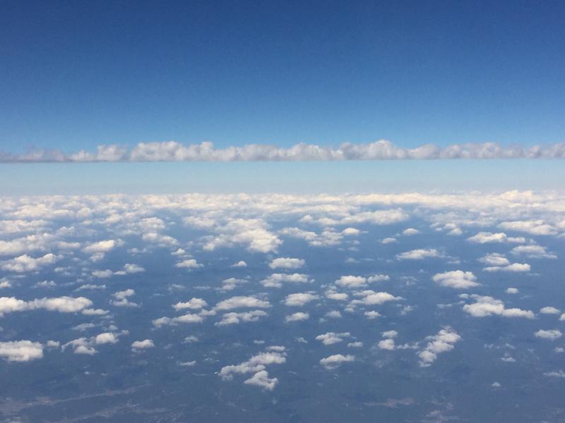 【これは地震雲??】一直線に遠く遠く伸びた雲に出会う ~ゴムパッチン雲_b0008655_13320956.jpg