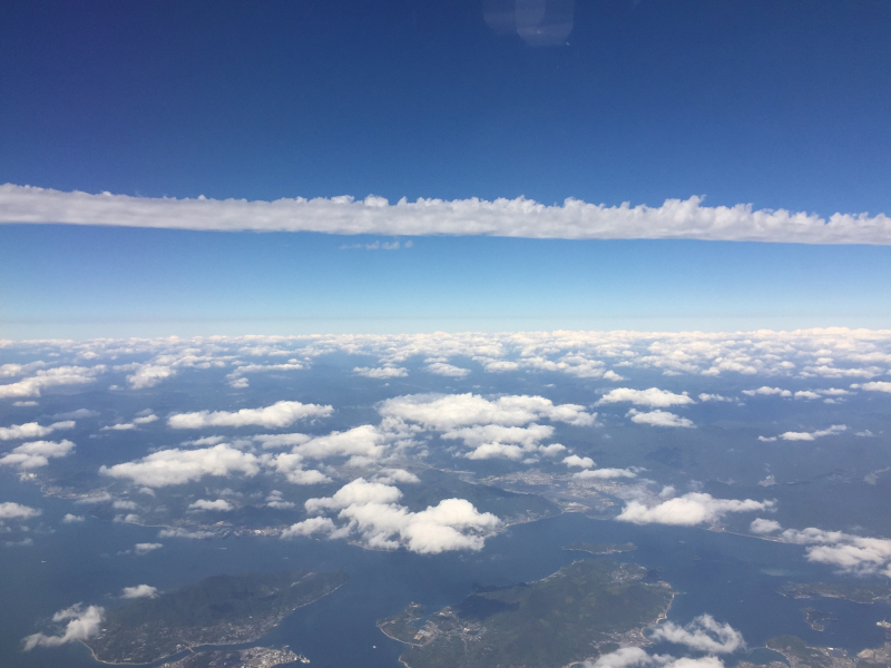 【これは地震雲??】一直線に遠く遠く伸びた雲に出会う ~ゴムパッチン雲_b0008655_13324553.jpg