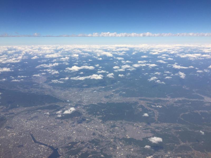 【これは地震雲??】一直線に遠く遠く伸びた雲に出会う ~ゴムパッチン雲_b0008655_13350469.jpg