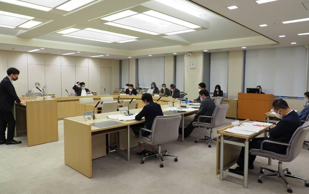 各会計決算特別委員会第1分科会質疑3日目_f0059673_22534752.jpg