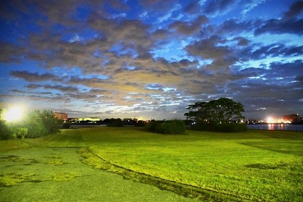 日の出は雲の中_e0119218_08214886.jpg