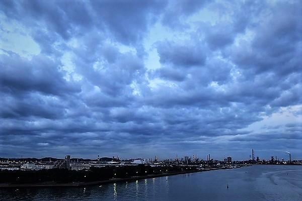 日の出は雲の中_e0119218_08230734.jpg