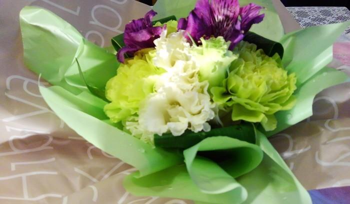 ■【主人の命日で 娘夫婦からお花とお饅頭が届きました♪】_b0033423_01314943.jpg