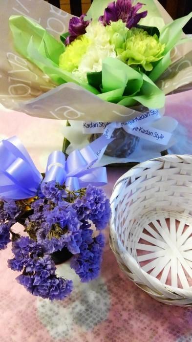 ■【主人の命日で 娘夫婦からお花とお饅頭が届きました♪】_b0033423_01402010.jpg