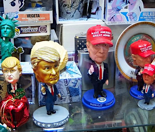 タイムズ・スクエアにあるお土産屋さんで見かけたトランプさん人形_b0007805_21480209.jpg