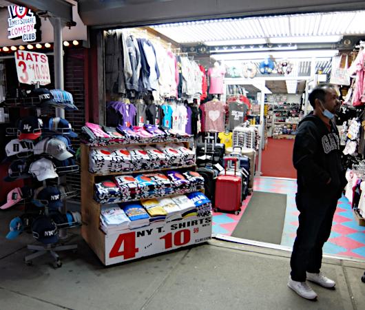 タイムズ・スクエアにあるお土産屋さんで見かけたトランプさん人形_b0007805_21481600.jpg