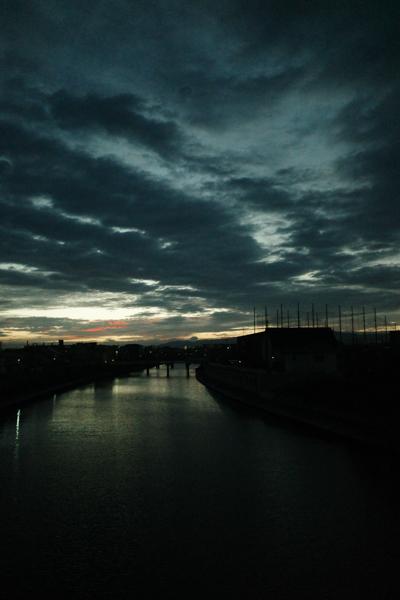 これから晴れる朝_e0005670_13102765.jpg