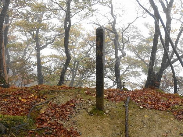 紅葉はおあずけ霧と暴風の明神岳  SOTA#JA/ME-002_f0073587_23273438.jpg