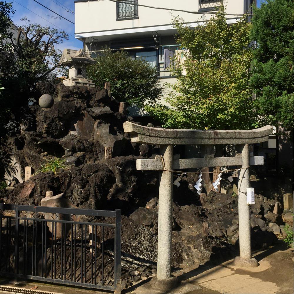 綾瀬稲荷神社の富士塚へ_c0060143_21121741.jpg