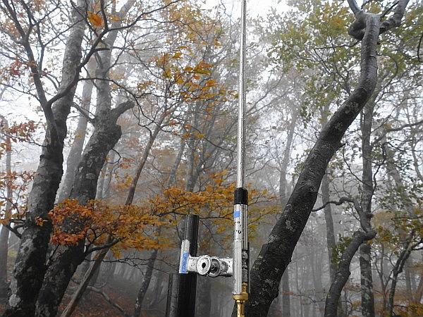 紅葉はおあずけ霧と暴風の明神岳  SOTA#JA/ME-002_f0073587_00195416.jpg