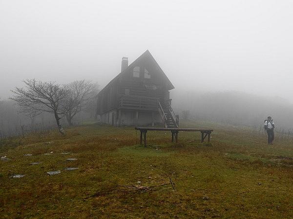 紅葉はおあずけ霧と暴風の明神岳  SOTA#JA/ME-002_f0073587_00443225.jpg