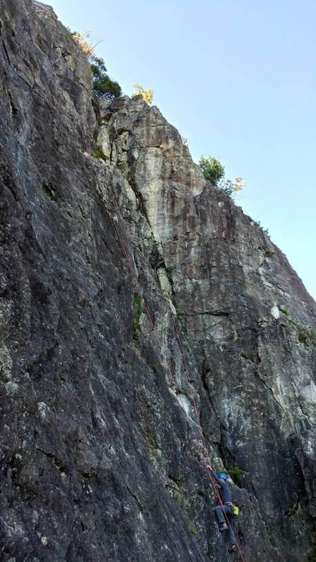 不動岩東稜紺碧の空でのクライミング_b0227552_22145739.jpg