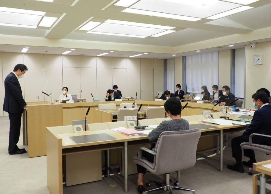 各会計決算特別委員会第1分科会質疑4日目_f0059673_10035374.jpg