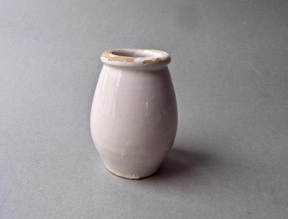 白釉小壺と瀬戸覗き猪口_e0111789_10040456.jpeg