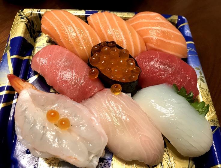 今夜はスーパーのお寿司!_c0212604_19435956.jpg