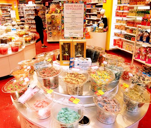 お菓子専門店(It\'s Sugar)の量り売りコーナー_b0007805_05084901.jpg