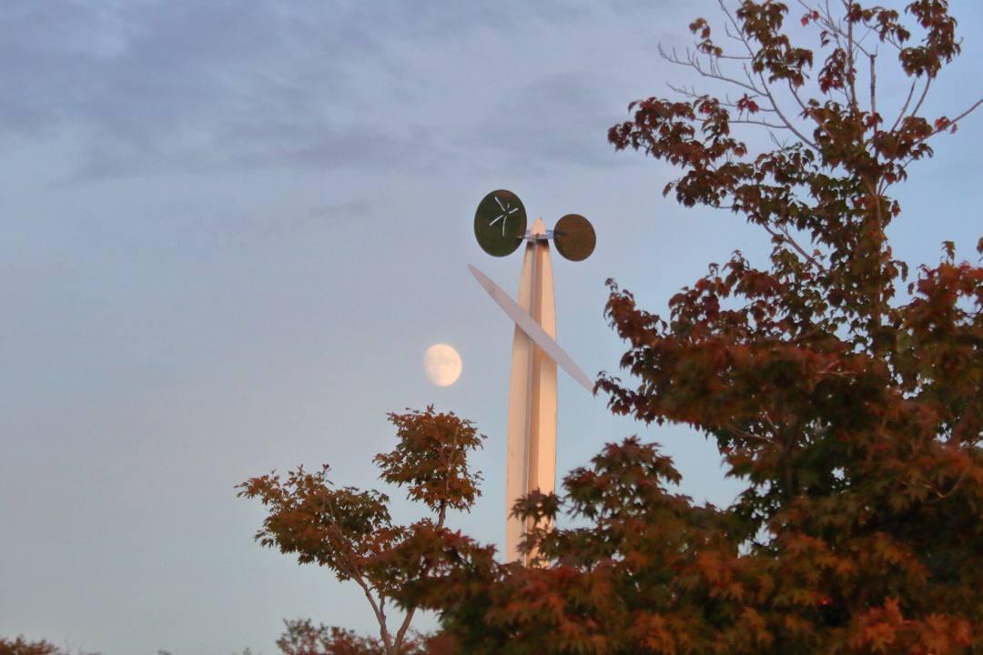 月と夕陽とススキ_e0403850_22361275.jpg