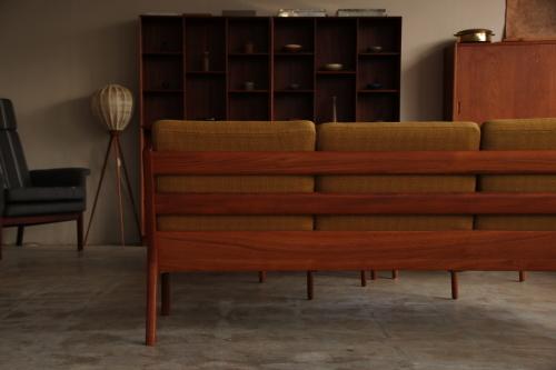 『Model 169 Senator 3 Seat Sofa』_c0211307_08035084.jpg