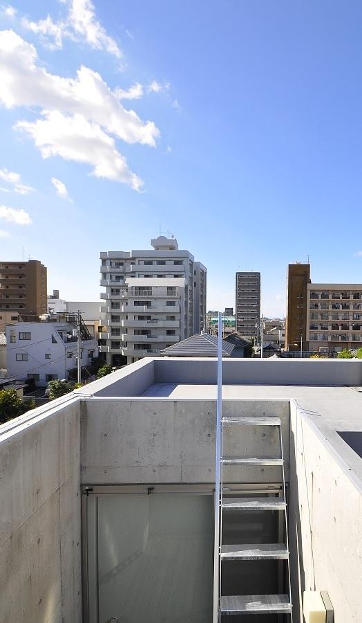 狭小住宅に住んでみた 32   階段_e0028417_21232746.jpg