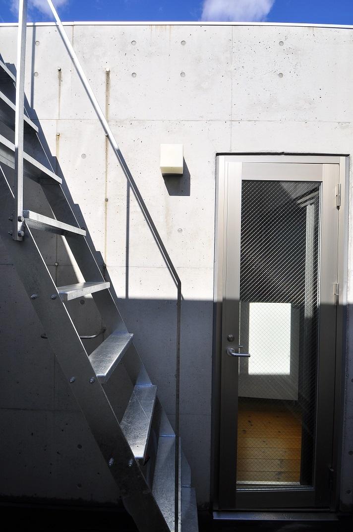 狭小住宅に住んでみた 32   階段_e0028417_21242819.jpg