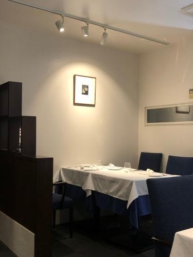 小さな道に、静かに佇む名店レストラン_c0177332_21255886.jpg
