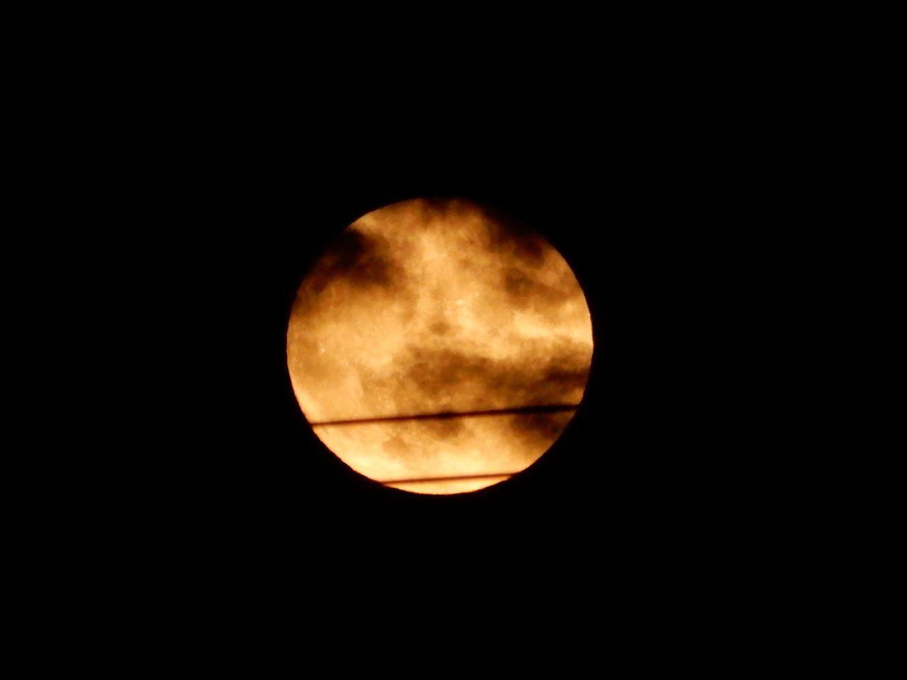 ハロウィーン、満月、ブルームーン、マイクロムーン、となりに火星_c0025115_22251994.jpg