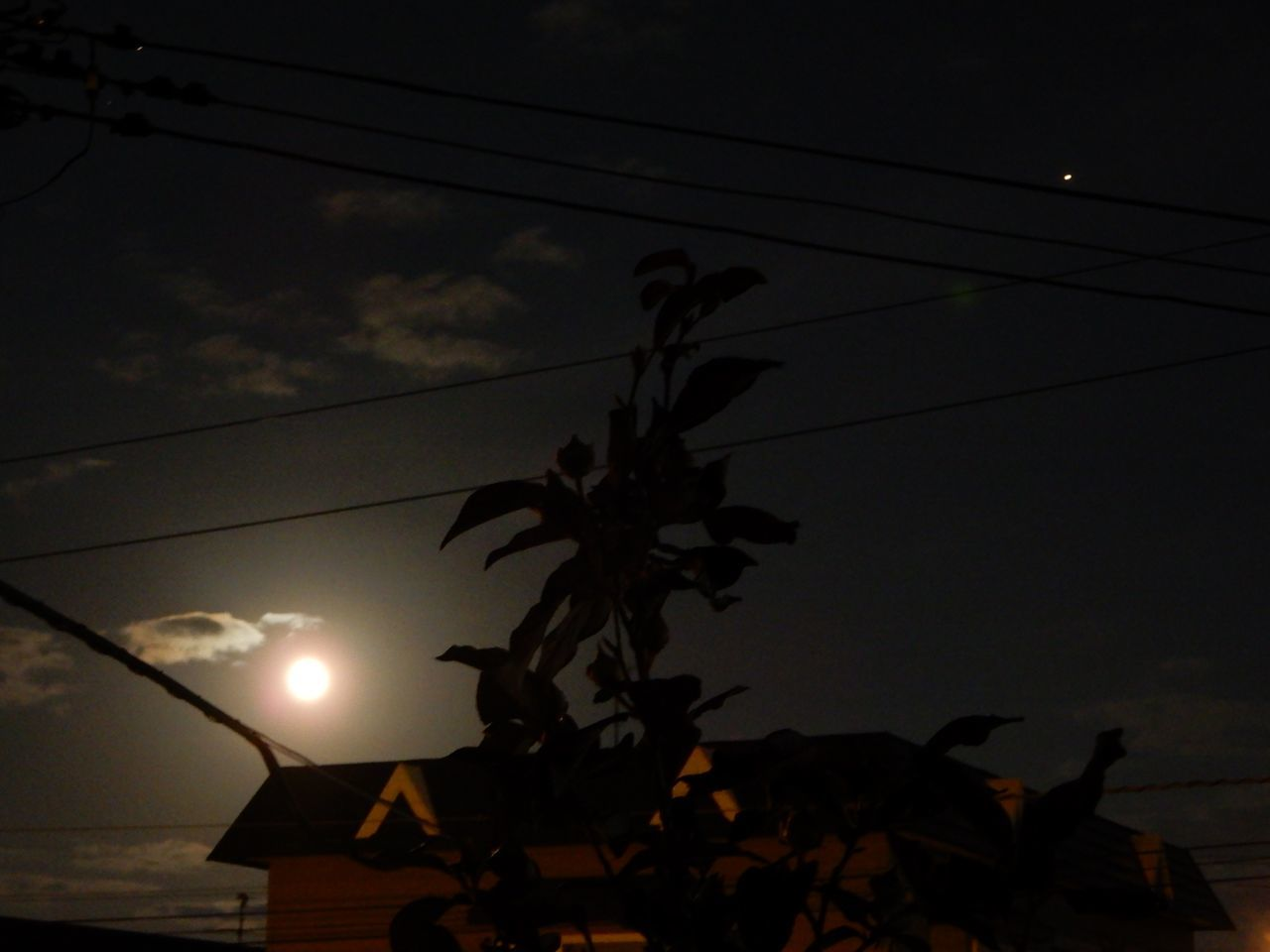 ハロウィーン、満月、ブルームーン、マイクロムーン、となりに火星_c0025115_22384309.jpg
