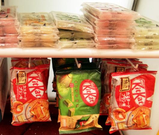 米国のお菓子専門店(It\'s Sugar)に日本のお菓子コーナー_b0007805_23034386.jpg