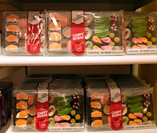 米国のお菓子専門店(It\'s Sugar)に日本のお菓子コーナー_b0007805_23043942.jpg