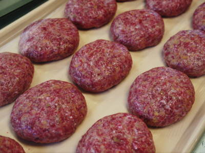 お歳暮にいかがですか!熊本県産黒毛和牛100%のハンバーグステーキを数量限定で予約販売中!_a0254656_16532579.jpg