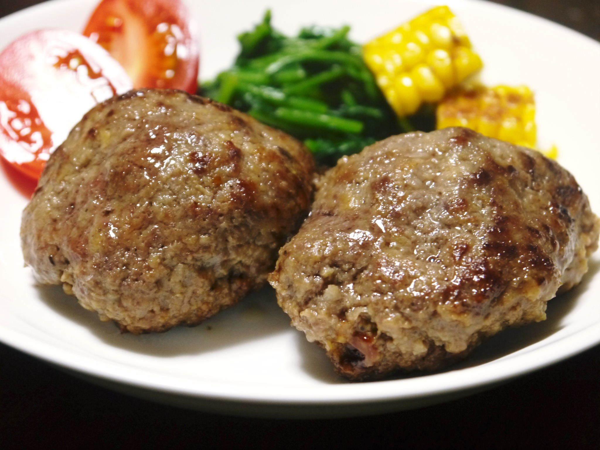 お歳暮にいかがですか!熊本県産黒毛和牛100%のハンバーグステーキを数量限定で予約販売中!_a0254656_17183411.jpg