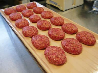 お歳暮にいかがですか!熊本県産黒毛和牛100%のハンバーグステーキを数量限定で予約販売中!_a0254656_17223543.jpg
