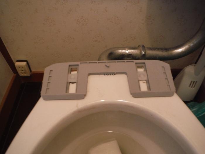 暖房温水洗浄便座取替 ~ 壊れてしまいました。_d0165368_07121469.jpg