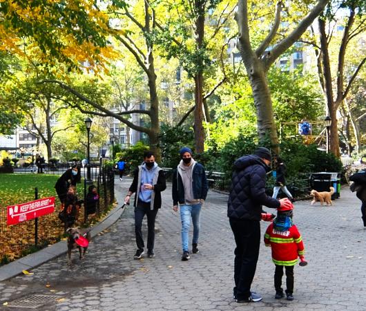 コロナ禍のニューヨークでのハロウィン街角風景_b0007805_02381385.jpg