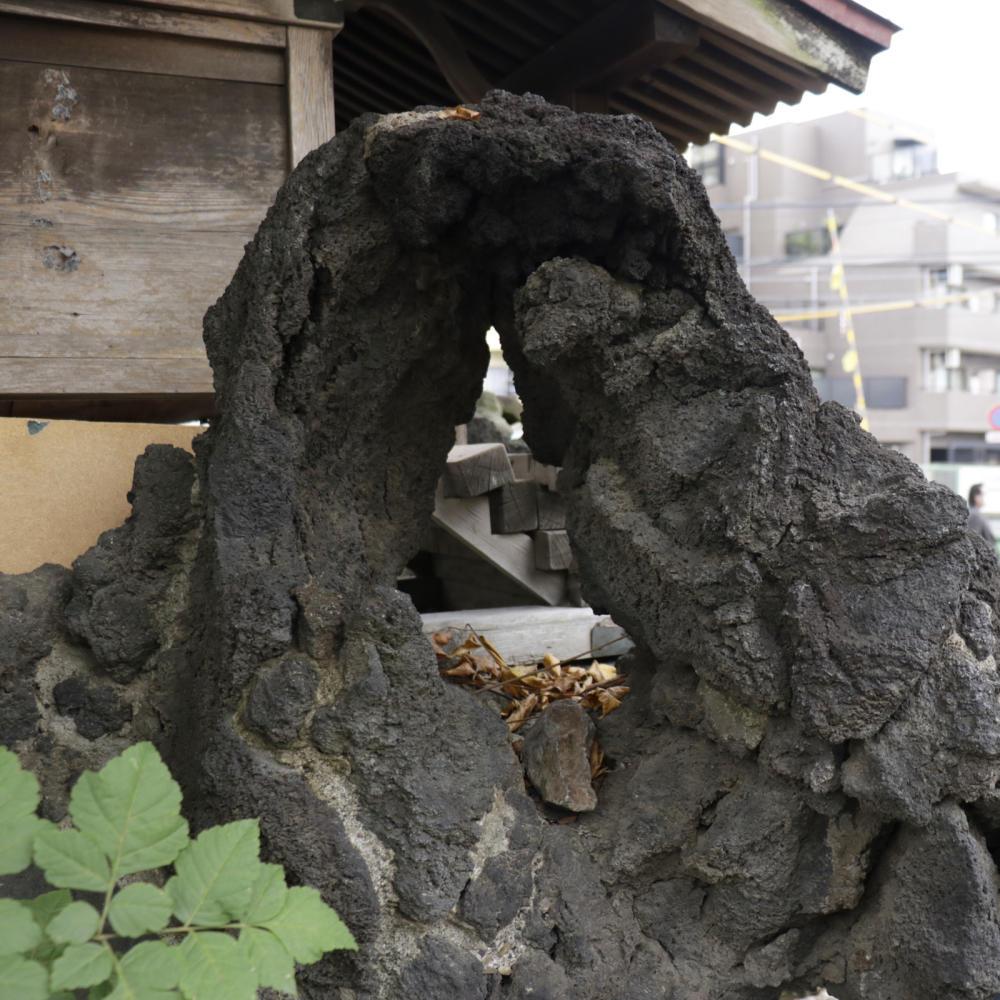 雑司ヶ谷駅近くの稲荷神社に富士塚の痕跡_c0060143_18435405.jpg
