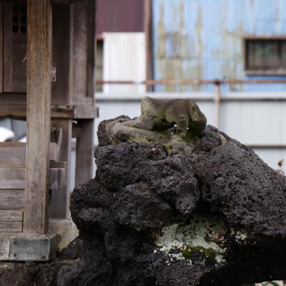 雑司ヶ谷駅近くの稲荷神社に富士塚の痕跡_c0060143_18452157.jpg