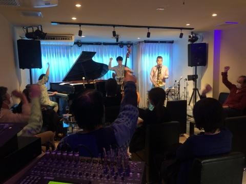 Jazzlive Comin ジャズライブカミン 広島 本日11月4日のジャズライブ_b0115606_10094462.jpeg