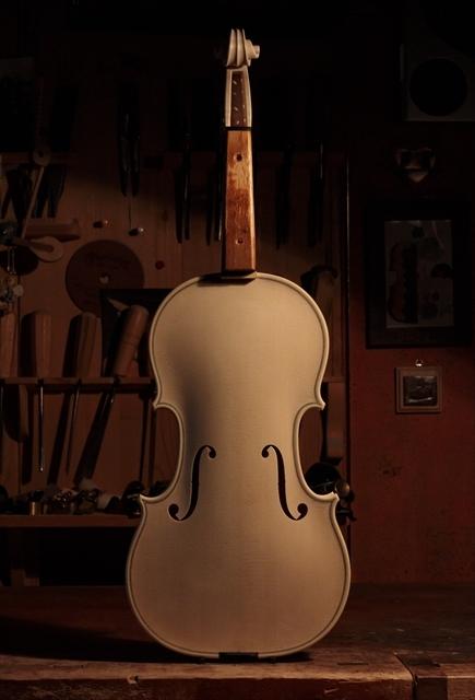ホワイトヴァイオリン クレモネーゼモデルのご紹介_d0047461_14060944.jpg