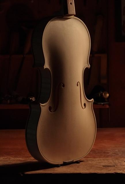 ホワイトヴァイオリン クレモネーゼモデルのご紹介_d0047461_14071401.jpg