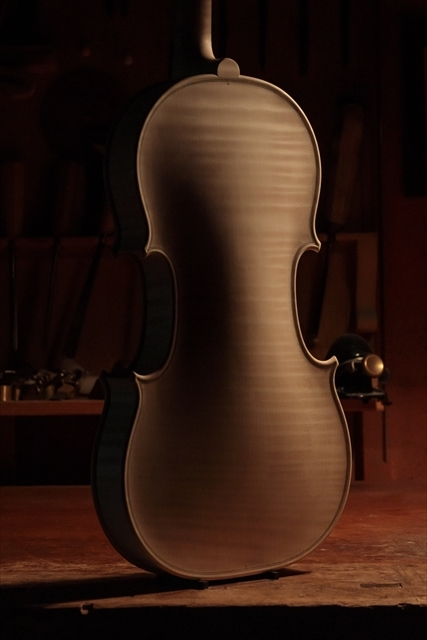 ホワイトヴァイオリン クレモネーゼモデルのご紹介_d0047461_14071427.jpg