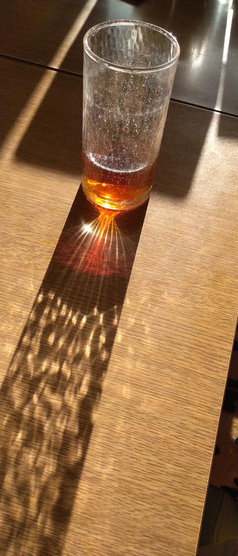 偶然見つけた、綺麗なコップの光線_c0139591_09592036.jpg