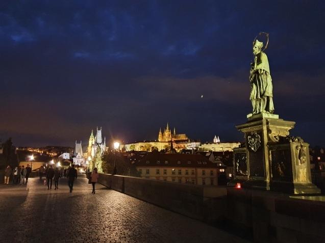 プラハ夜景であなたは何級?_f0401091_06594430.jpg