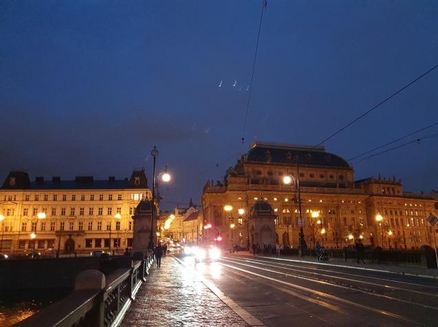 プラハ夜景であなたは何級?_f0401091_07042423.jpg