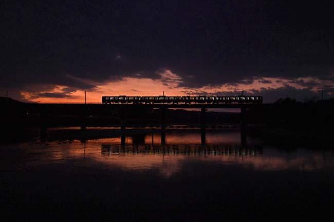 八高線多摩川鉄橋・雲間の夕焼け_f0173596_20460015.jpg